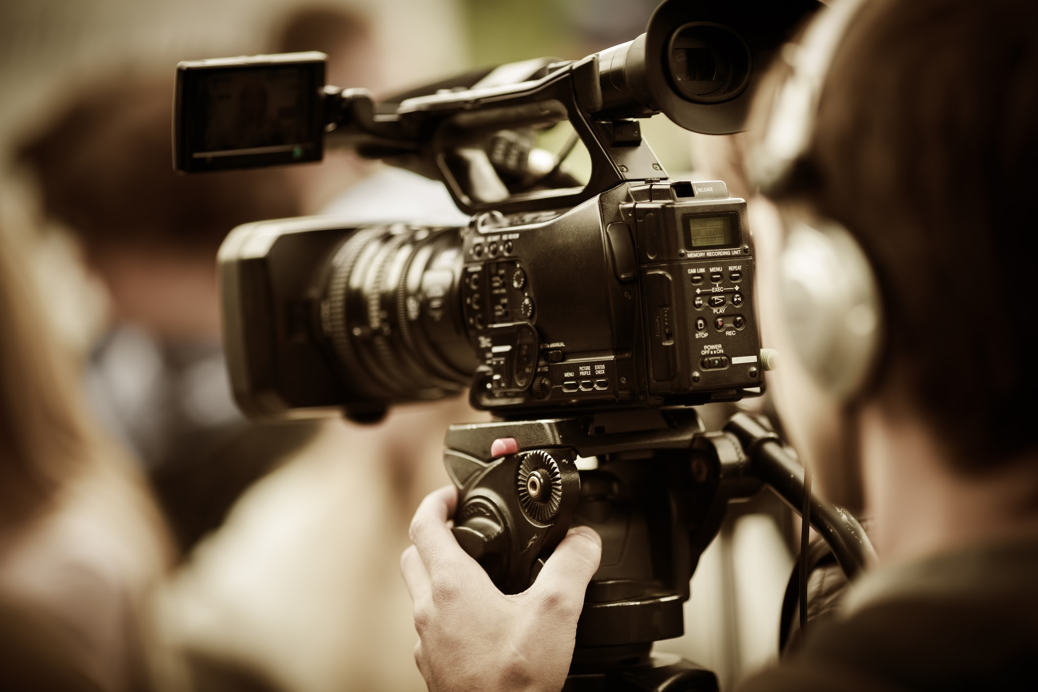 Live Streaming Equipment Which Tripod to Use for Online Video - heads